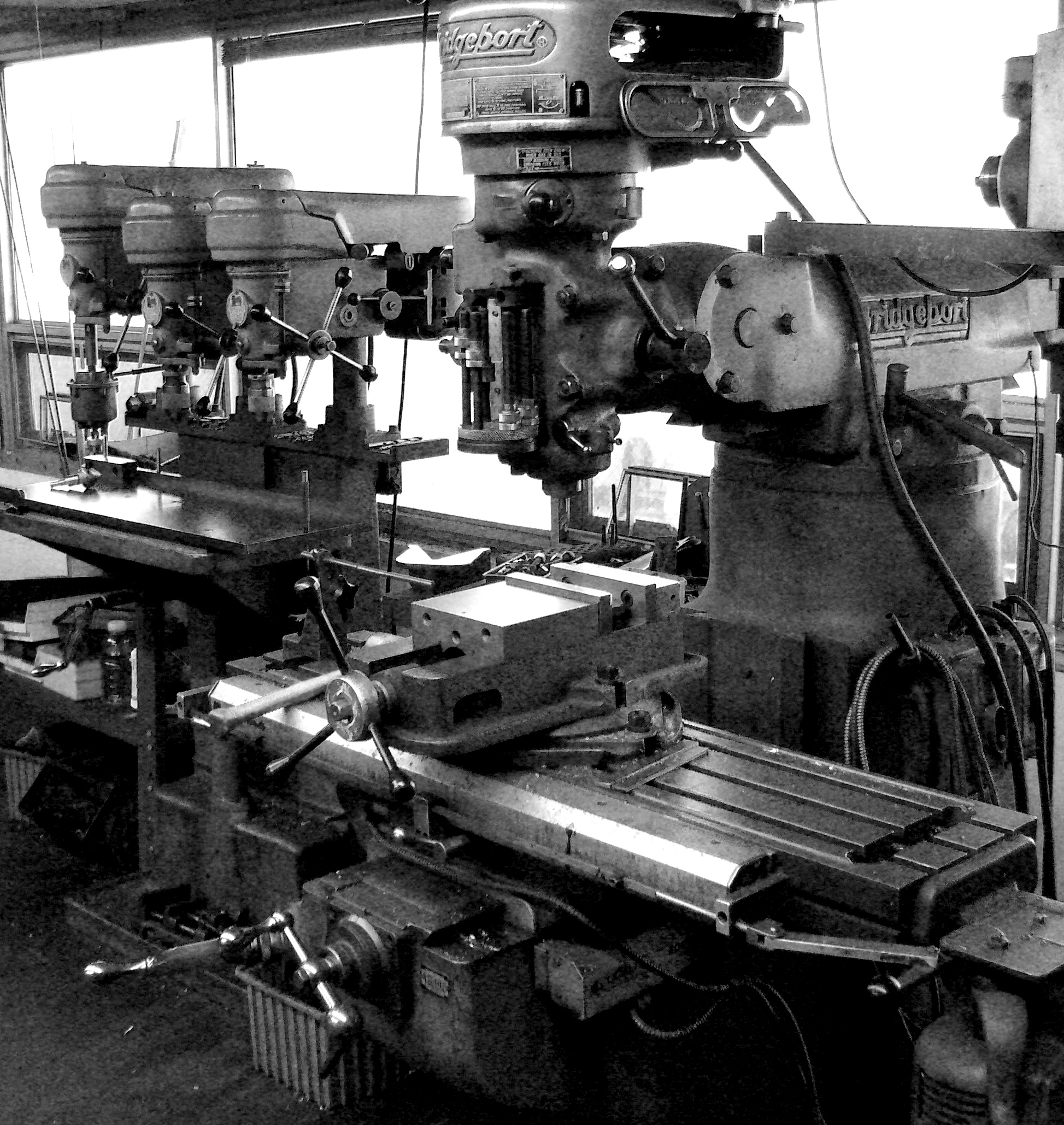 A black and white photo of a bridgeport milling machine.